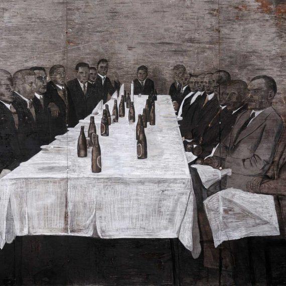 Oletko nähnyt oikein viisasta miestä, 2010, hiili ja kuivaliitu kierrätysvanerille, 350 x 220 cm