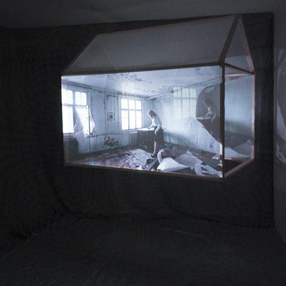 Rakennuksen elämä, 2015, mediainstaallatio, 2 kanavaa, stereoääni, kuva: Katajainen kansa – taidetta purkutalossa, Mäntyharju